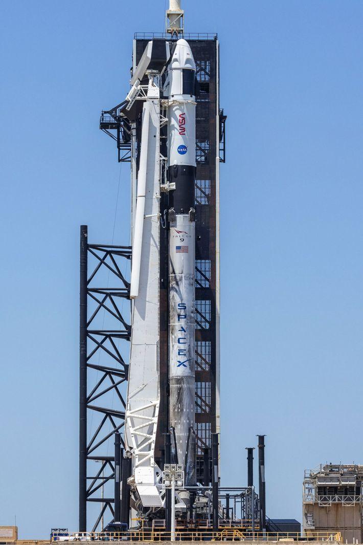 foguetão Falcon 9 da SpaceX na plataforma de lançamento