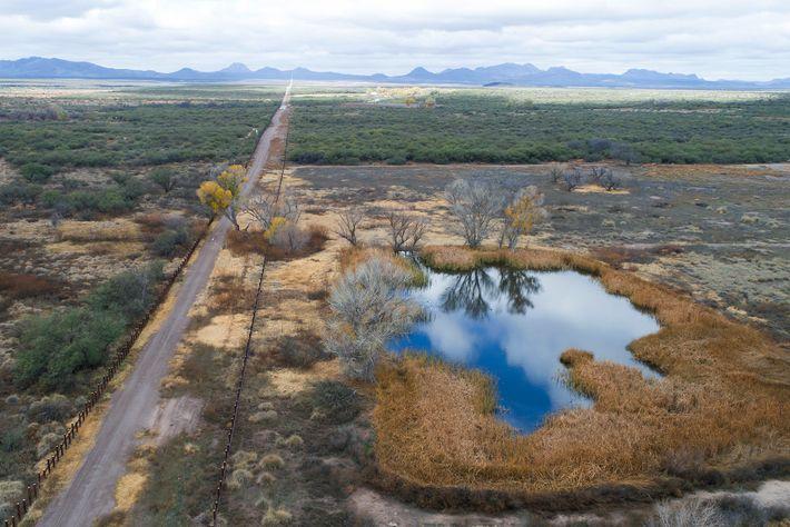 Uma vista aérea captada em 2019 do Refúgio Nacional de Vida Selvagem de San Bernardino. As ...
