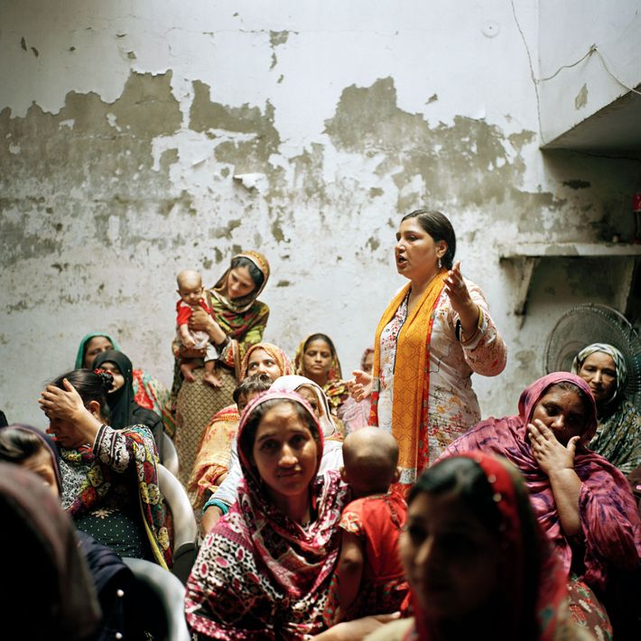 Bushra Khaliq, a ativista de 50 anos