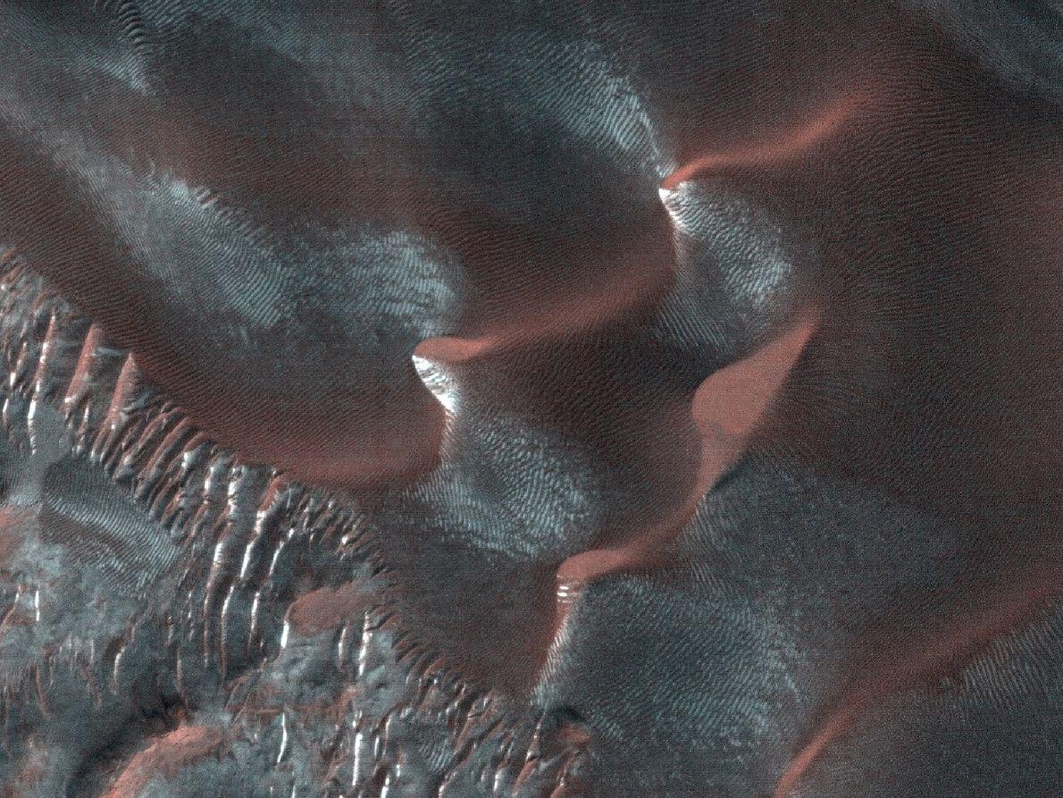 Os barrancos são formas de relevo encontradas em muitas dunas de areia.