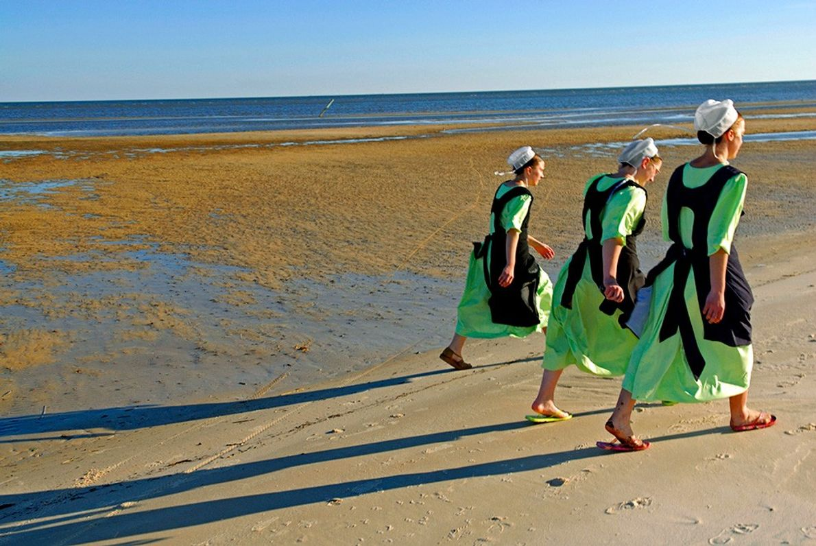 Mulheres Amish na Praia