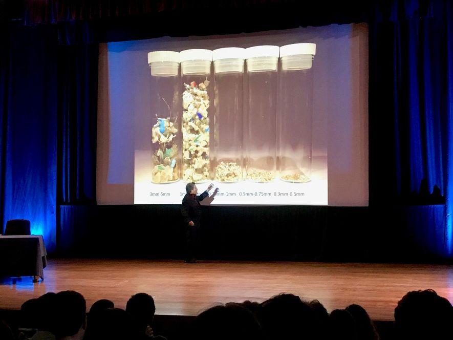 Imagem de Charles Moore numa palestra em Lisboa, no Dia Nacional do Mar.