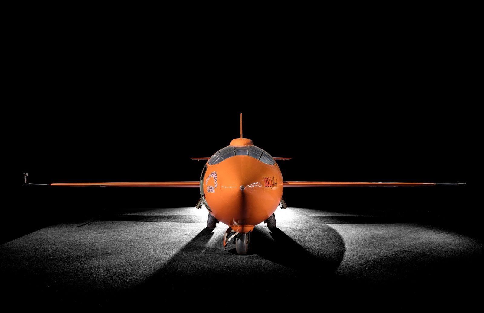 O Bell X-1, pilotado por Chuck Yeager, foi o primeiro avião a quebrar a barreira do ...