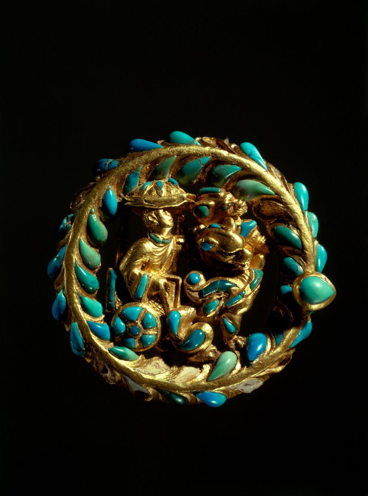 Fivela dourada encontrada em tesouro