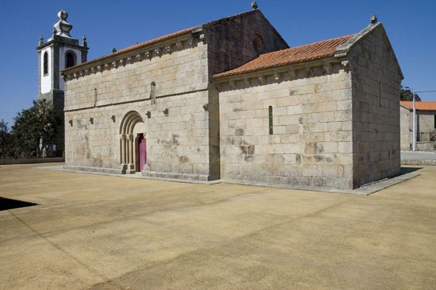 Fachada lateral da Igreja de Cabeça Santa.