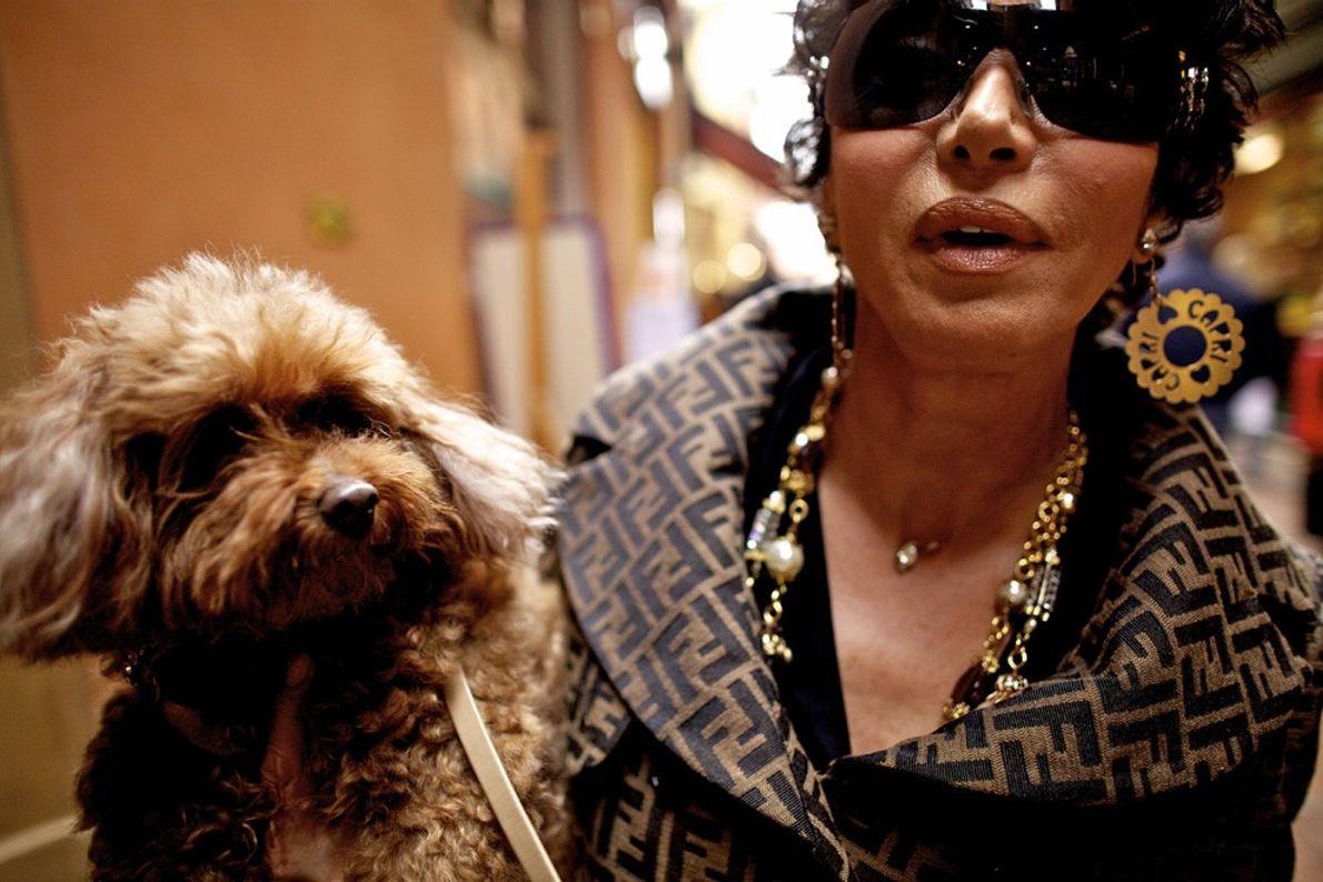 Mulher com Cão, Bolonha
