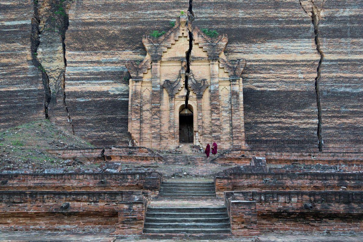 Pagode Mingun perto de Mandalay, Myanmar, permanece de pé