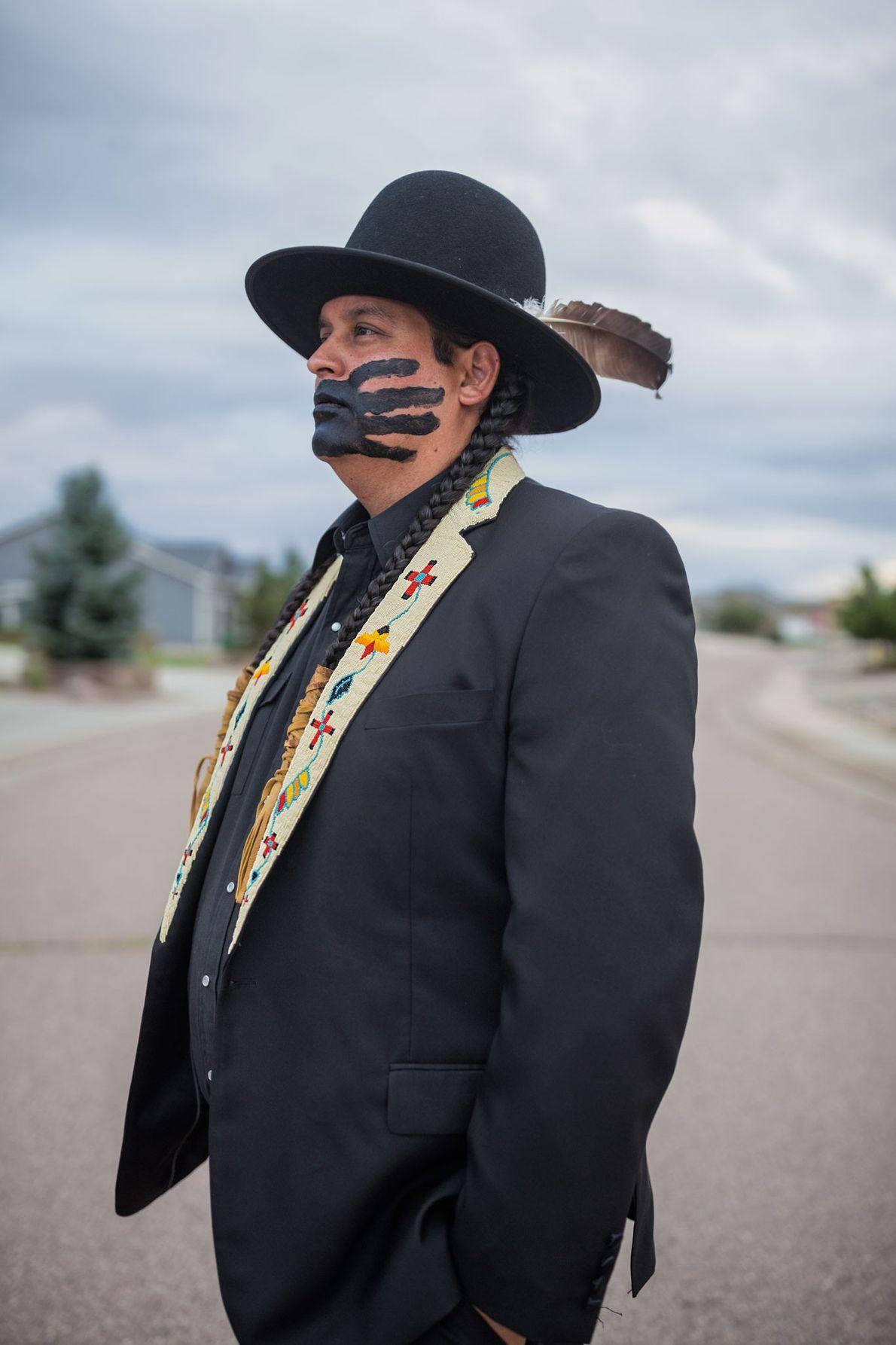 Gregg Deal usa as artes para desafiar os conceitos errados sobre a identidade dos nativos americanos. ...