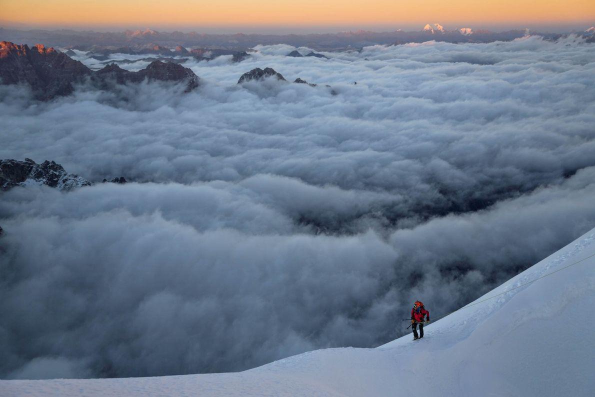 Um alpinista solitário faz uma pausa