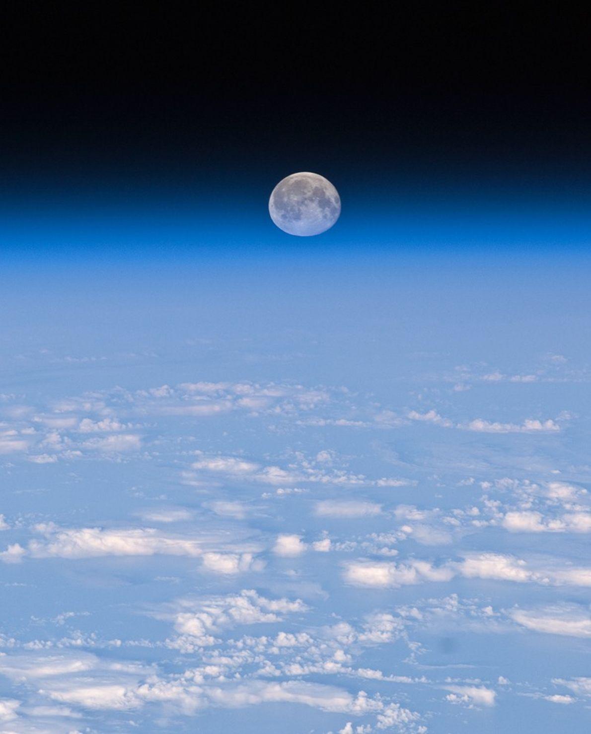 Fotografia da Lua cheia: a Lua e a Terra vistas do espaço