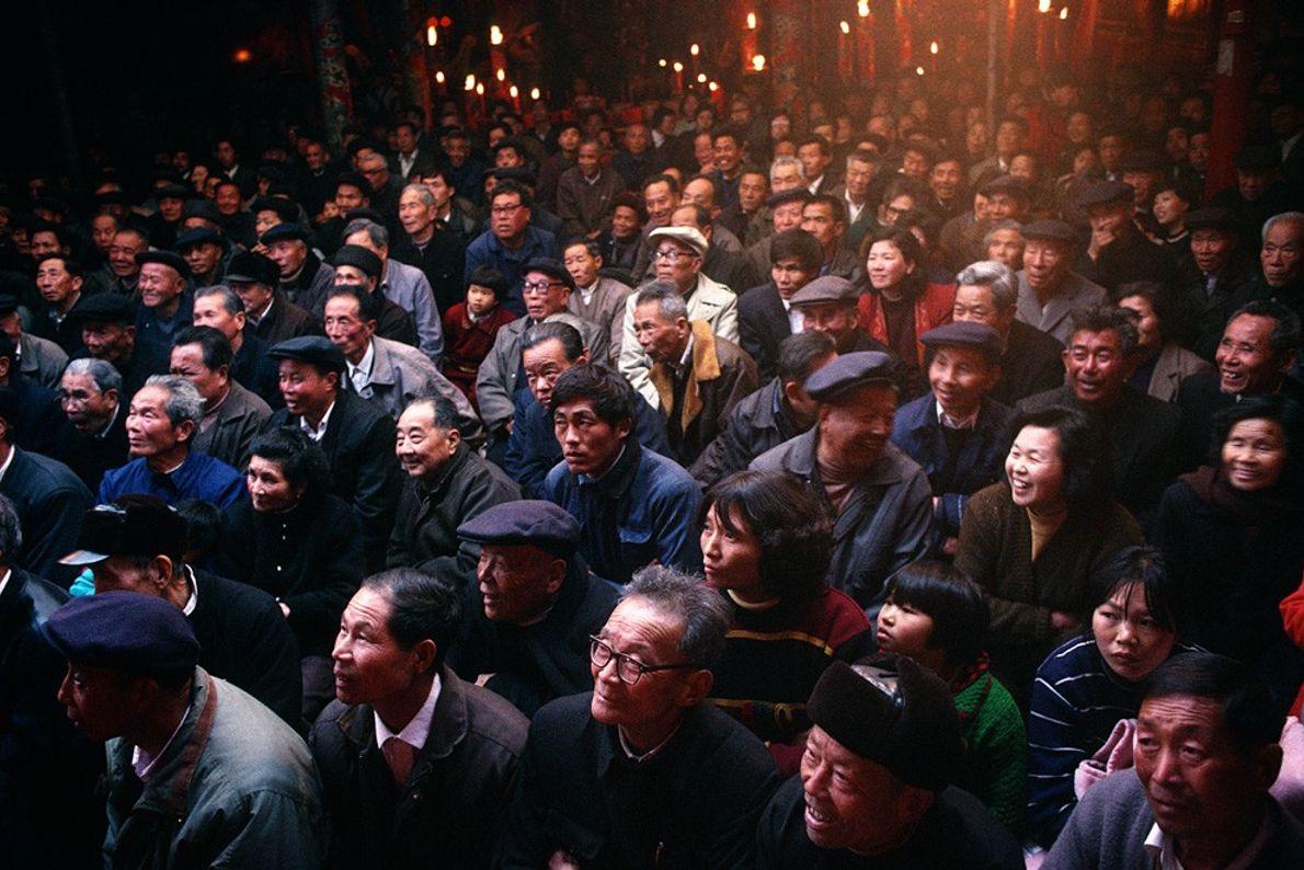 Público da Opera Itinerante, China Luz Natural Suspensa