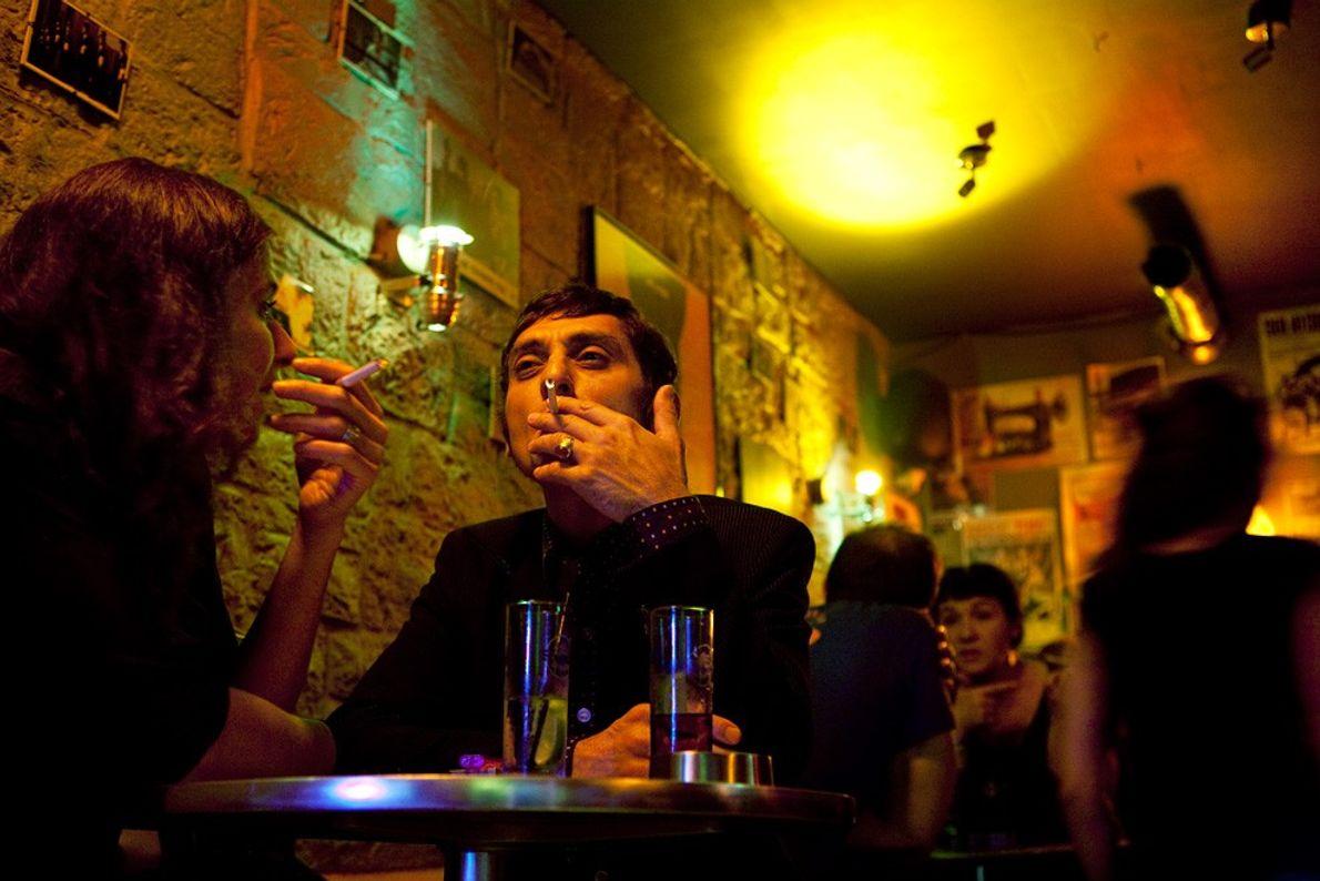 Clube noturno, Paris Pouca Luminosidade com Movimento