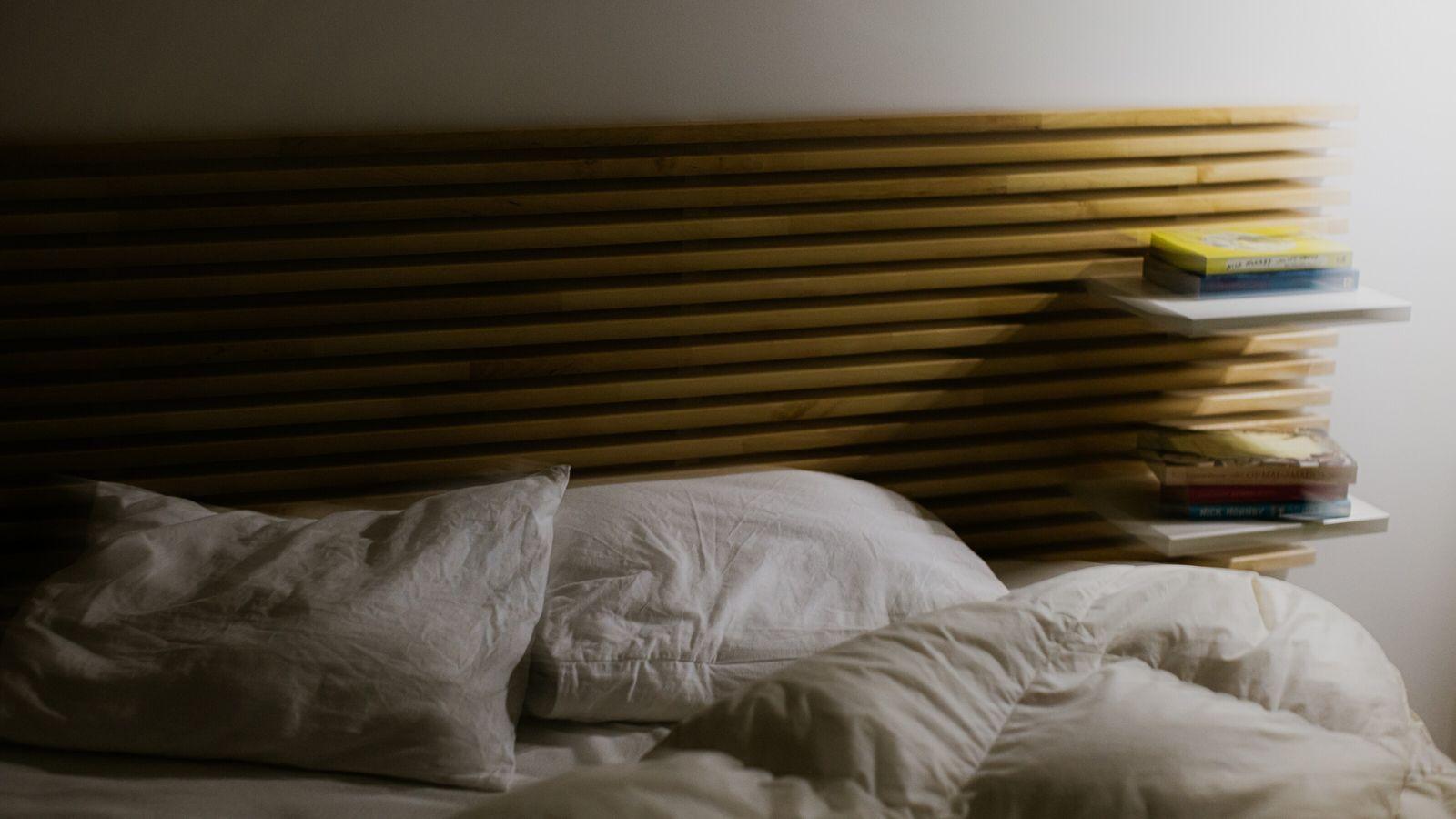 A higiene do sono pode ser definida como um conjunto de comportamentos e hábitos adequados que ...