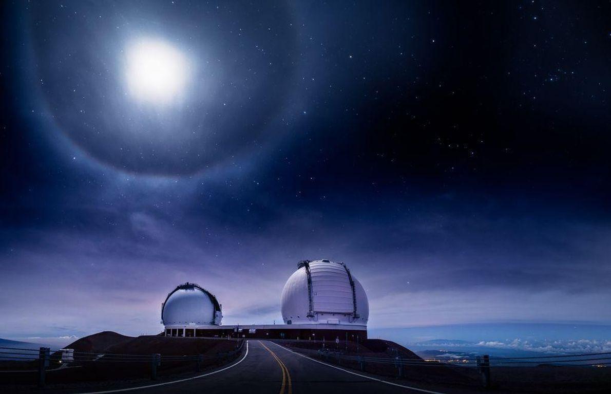Observatório W.M. Keck e a Via Látea