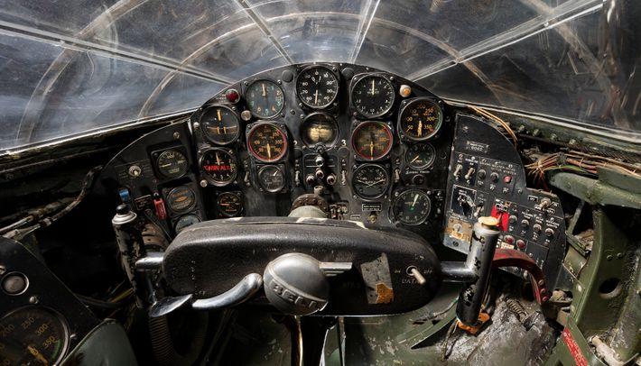 A visão do piloto dentro do Bell X-1 revela os instrumentos de 1947 semelhantes aos dos ...