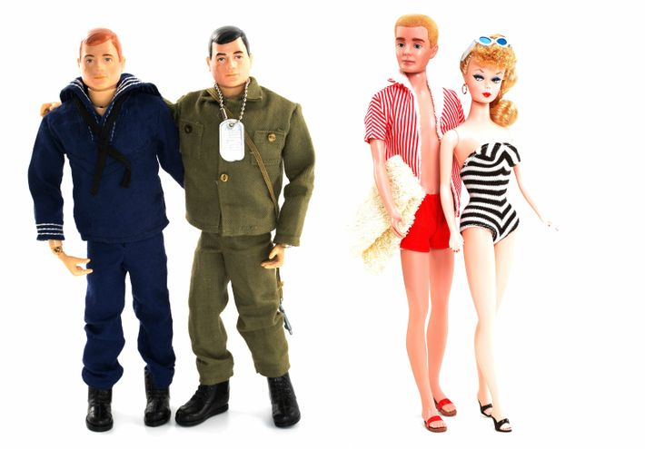 bonecos G.I. Joe da Marinha e do Exército, e da Barbie e do Ken
