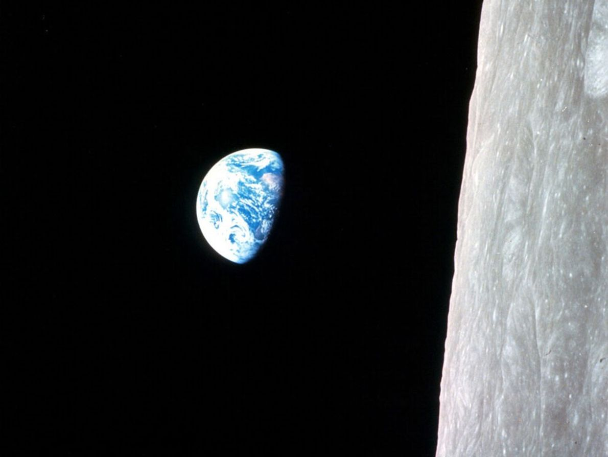 A Primeira Fotografia a Cores do Amanhecer na Terra Visto do Espaço