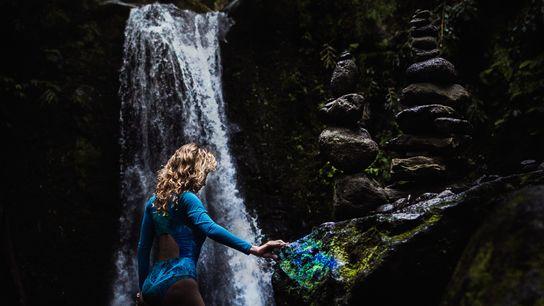 Violeta durante a primeira viagem de pesquisa nos Açores em 2016. Em busca de palcos naturais ...