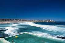 Piscina junto ao mar e praia de Bondi, Na Austrália