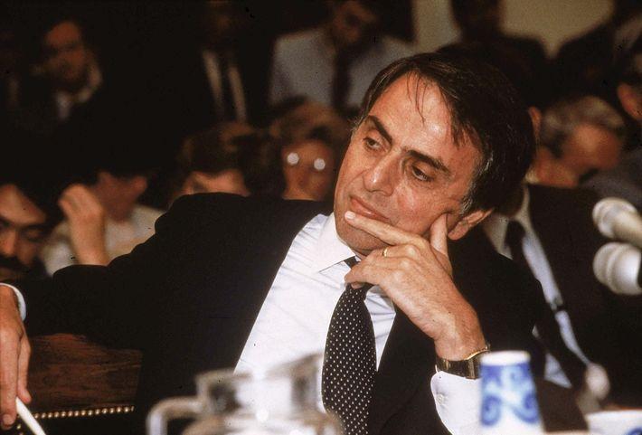 Sagan testemunhou numa audiência no Congresso em 1985 sobre os efeitos climáticos, biológicos e estratégicos da ...