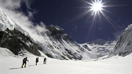 Como São Resgatados os Alpinistas nas Montanhas Mais Altas do Mundo