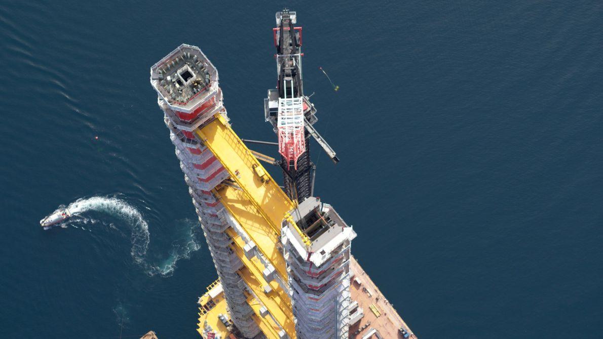 Turquia: As câmaras examinam de perto os trabalhos nas torres de fundação da ponte suspensa Canakkale ...