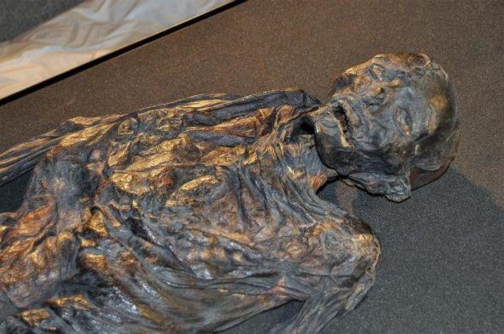 A mulher de Haraldskær, mantida no Museu de Vejle, na Dinamarca, pensava-se inicialmente que seria uma ...