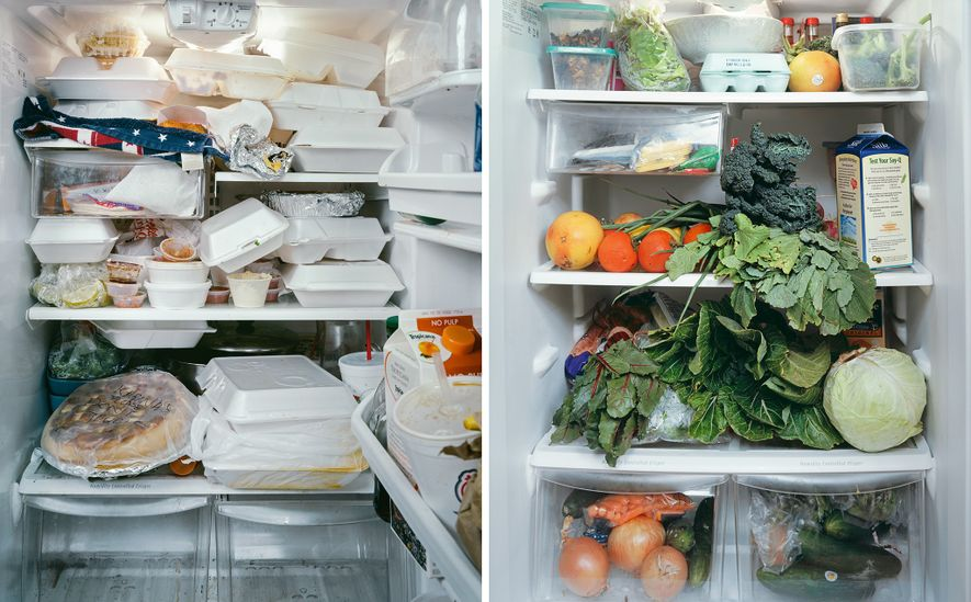 Um frigorífico a transbordar de recipientes carryout (esquerda) faz com que seja difícil manter o controlo ...