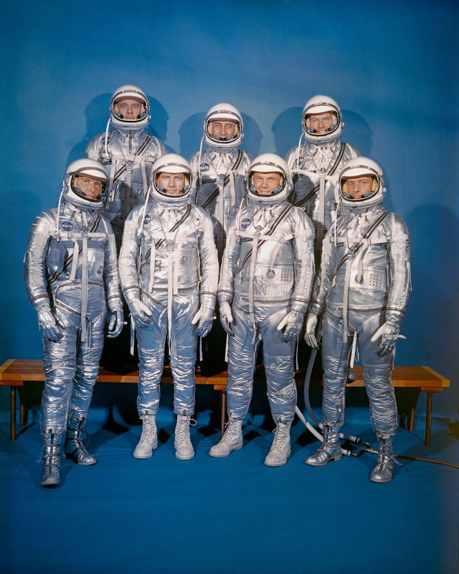 """Os astronautas do Programa Mercury 7 vestidos com os seus """"fatos Mercury"""". Desenvolvidos a partir de ..."""