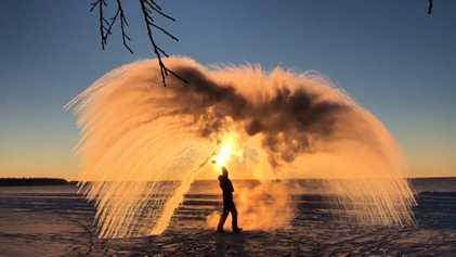 Perceba como se pode transformar água a ferver em gelo