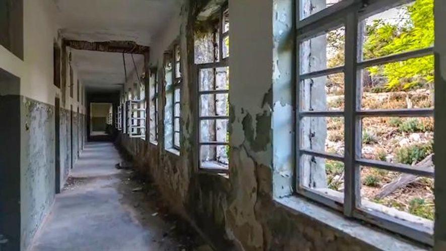 Veja Imagens Assombradas da Prisão Abandonada numa Ilha na Croácia