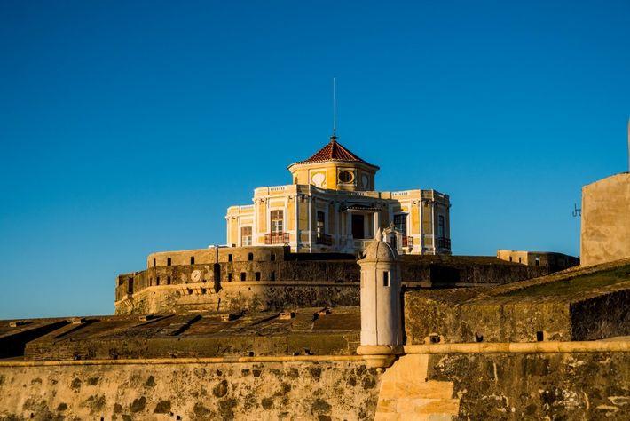 Muralhas e edifício do forte de Nossa Senhora da Graça, em Elvas