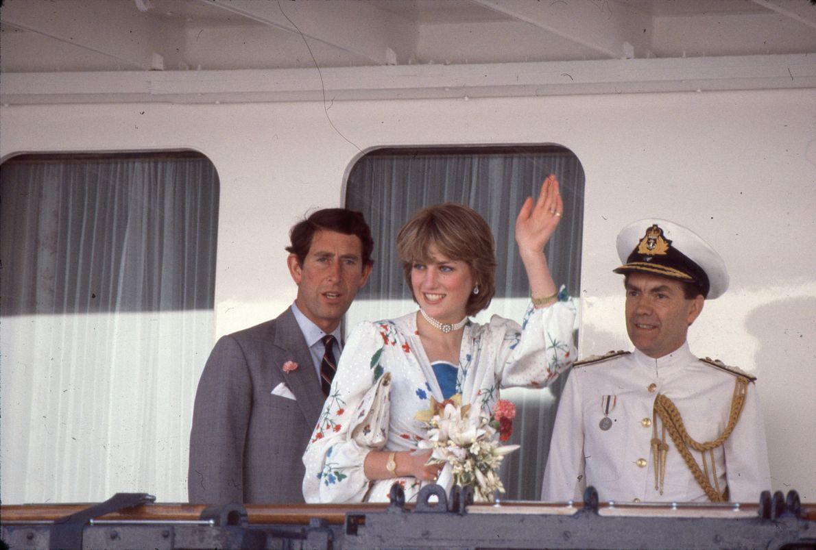 Carlos e Diana e no Iate Real Britannia