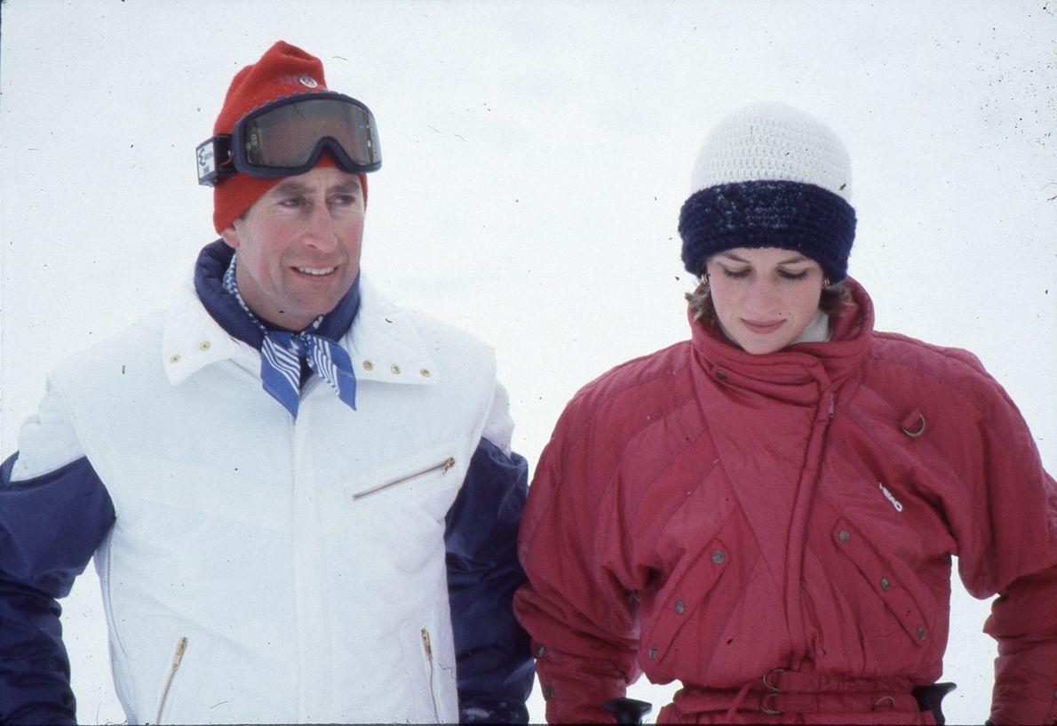 Diana e Carlos durante uma viagem à neve