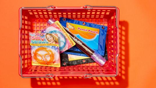Lojas de 1 Dólar Estão a Remover Plásticos Perigosos das Prateleiras