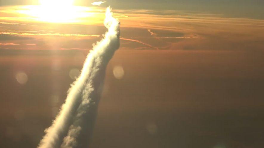 Como São os Rastos dos Aviões Vistos Desde Cima?