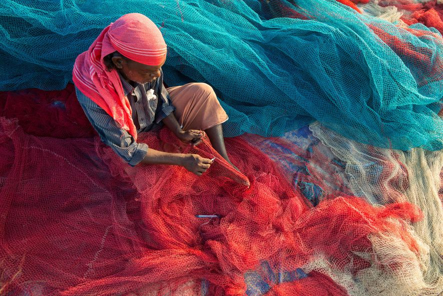 Estes Pescadores da Índia Transformam o Plástico Encontrado nos Oceanos em Estradas