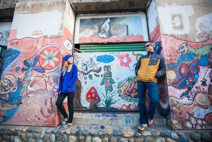 Fotografia do explorador Mike Libecki e da filha Lilliana Libecki