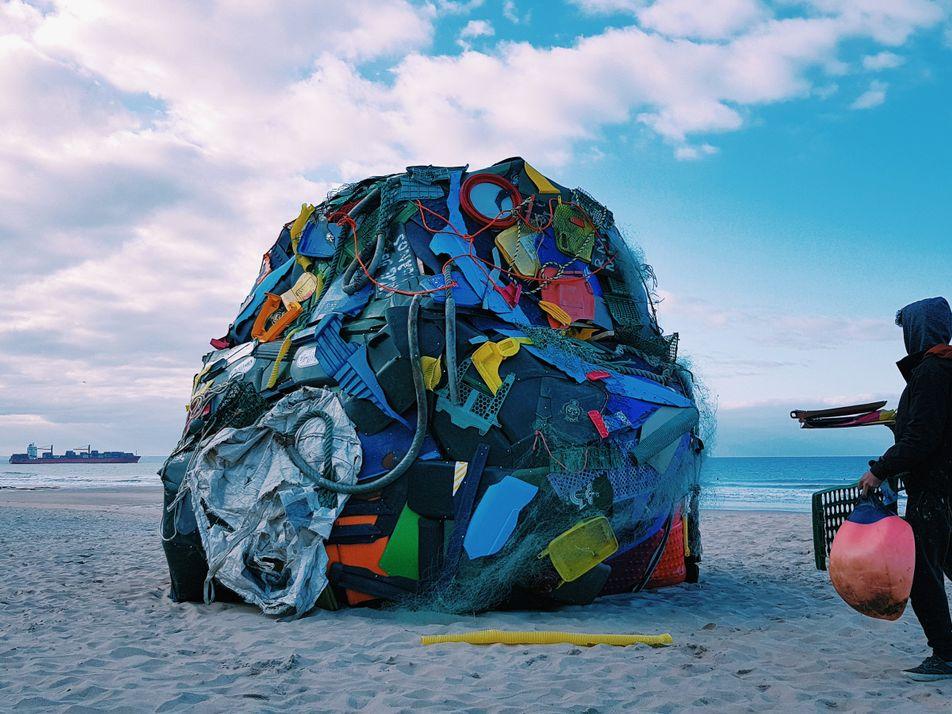 Galeria: One Strange Rock por Bordalo II