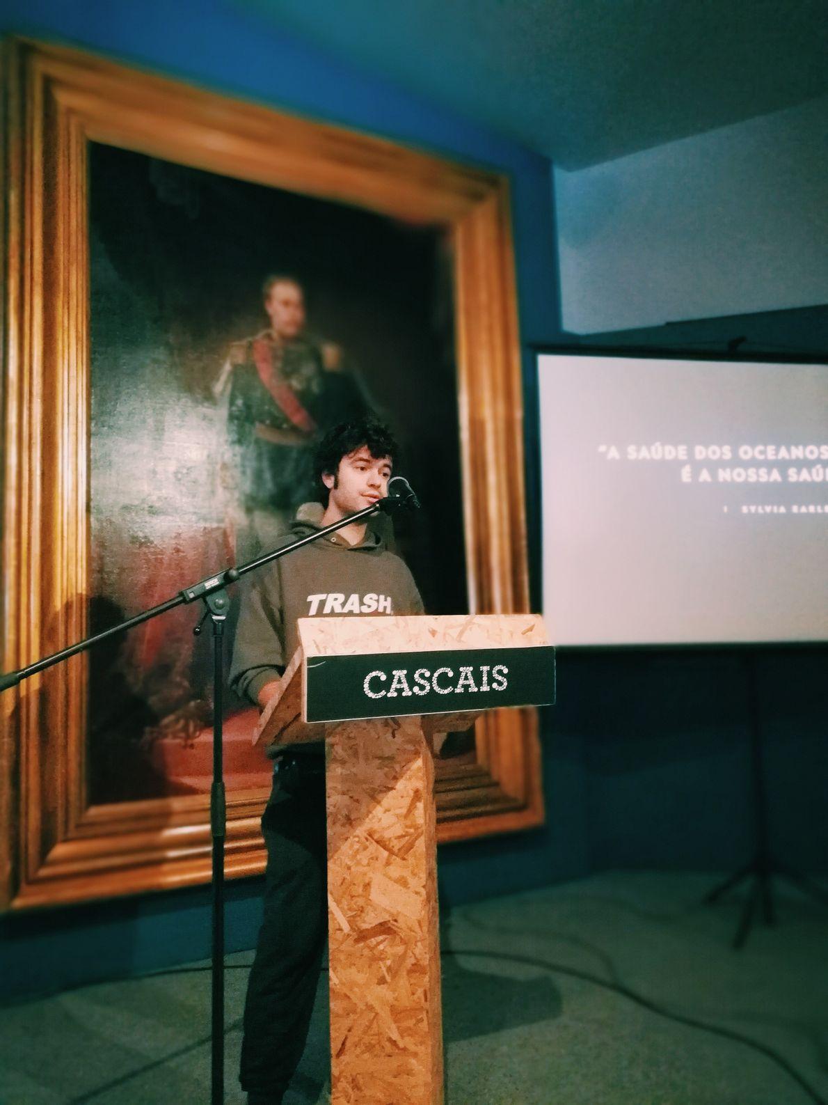 Artista Bordalo II a discursar