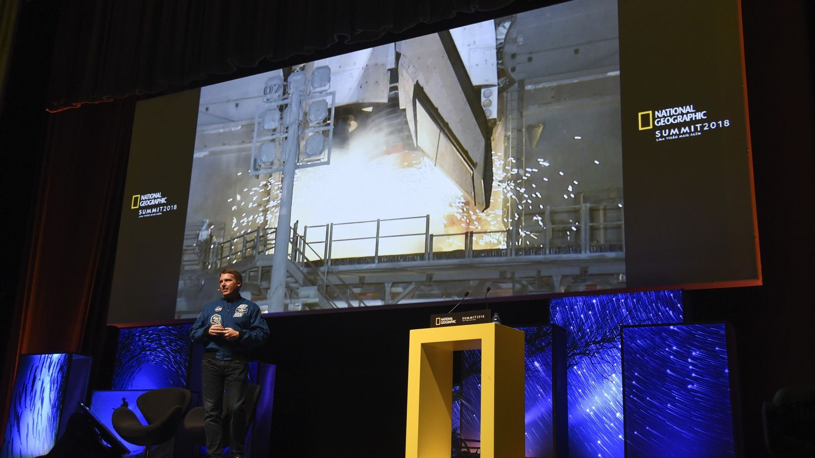 Terry Virts no palco do National Geographic Summit 2018