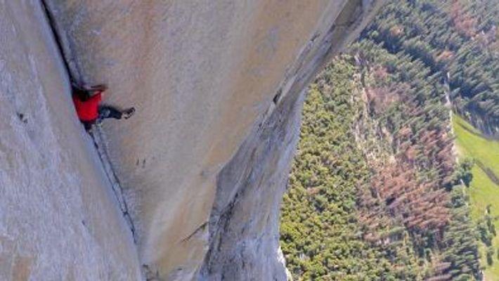 Veja a Mais Perigosa Escalada sem Cordas (Alex Honnold)