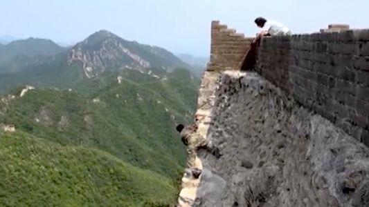Arriscar a Vida para Reparar a Grande Muralha da China (Vídeo)