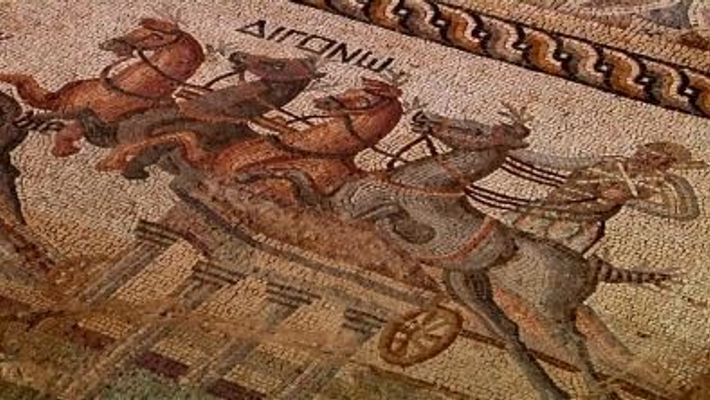 Desenterrado Mosaico com 2000 anos, com Desenhos de Corridas de Carruagens
