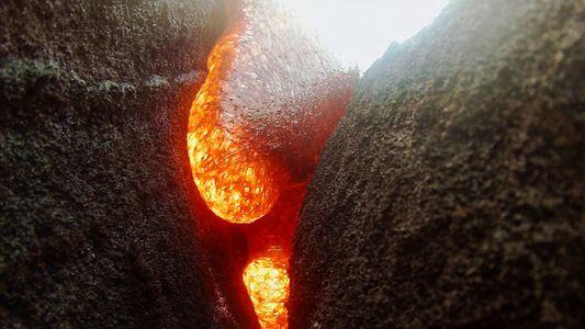 Uma Câmara é Engolida por Lava, mas Continua a Filmar