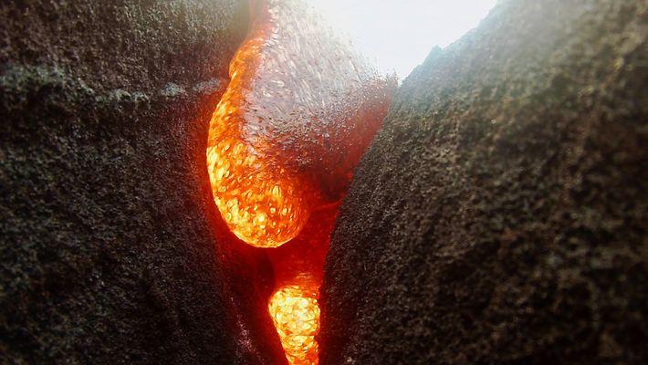 Uma Câmara Submersa em Lava Continua a Gravar