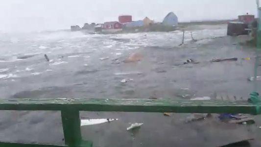 Um Vídeo Dramático Mostra o Momento em que um Tsunami Mortífero Atinge a Gronelândia
