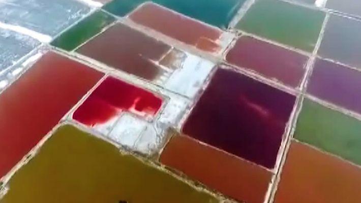 """O """"Mar Morto"""" da China Transforma-se em Arco-Íris — Eis a Razão"""