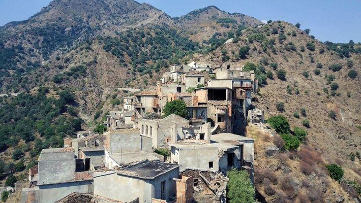 Descubra Uma Cidade Fantasma No Norte de Itália