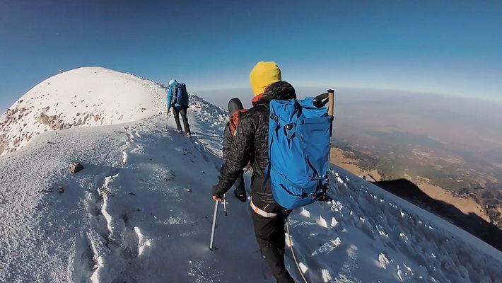Veja Como é que Estes Montanhistas Subiram ao Mais Alto Vulcão da América do Norte
